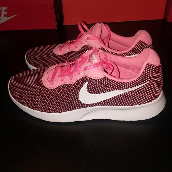 Nike Shoes - Nike Tanjun